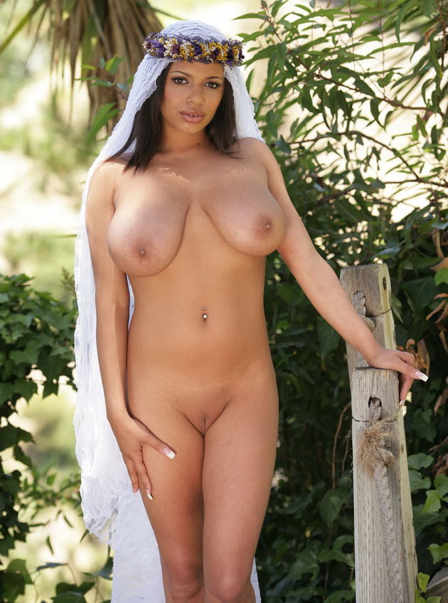 DAISY: Sexy naked arabic girl