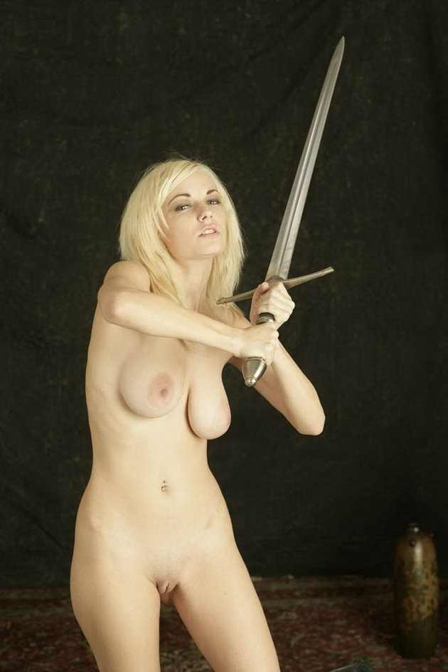 Nackter Gamer Chick Knight — foto 14