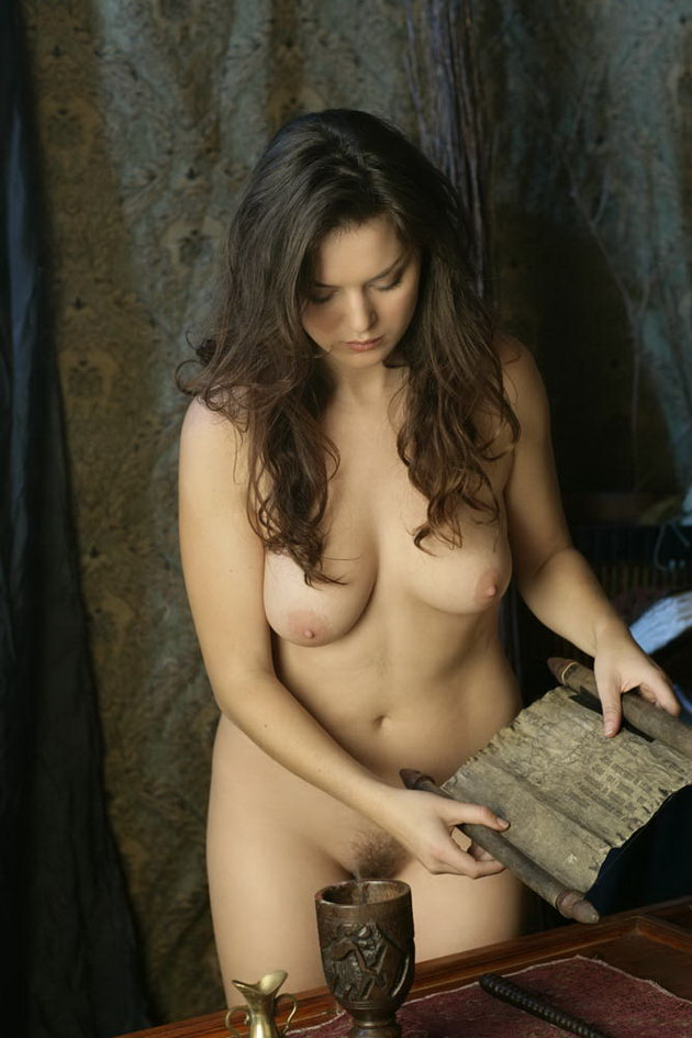 Betcee Nude Cooking