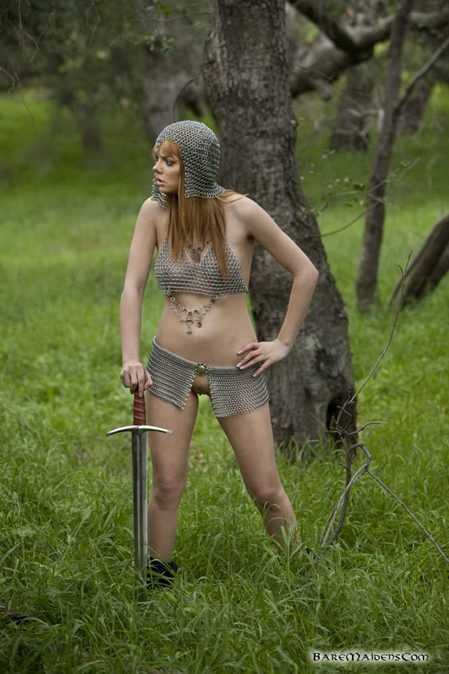 Naked Fantasy Babes Leia Alone In The Forest