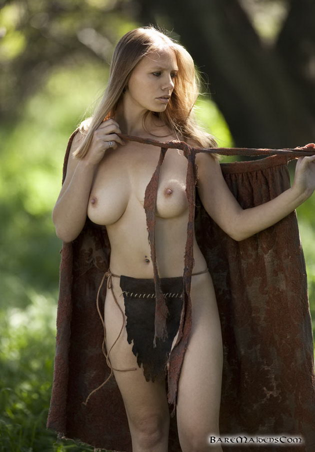 girls Beautiful forest naked