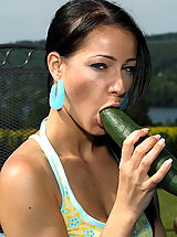 melissa 05 cucumber clit banana in pussy