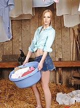 Hot Farmer Hottie Gitta Blond Diddles Her Pie In The Barn