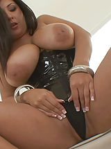 Curvy Latina Jaylene Rio Squeeze Funbags As She Rides Her Monster Dildo