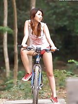 Tracy 04, Asian Cutie On Bicycle Mountainbike Tour Nude